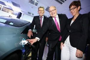 Aus deutscher Fertigung und in regulŠre Produktion integriert: Ford Focus Electric startet im Ford-Werk in Saarlouis